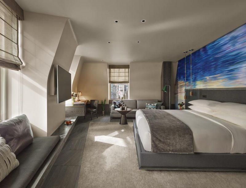 Hoteis de luxo na Times Square: quarto arejado e janelas com vista para a Broadway