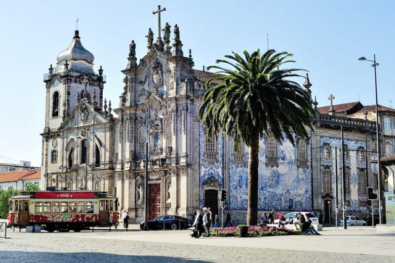 Dicas de Portugal: Igreja do Carmo, com seus azulejos azuis