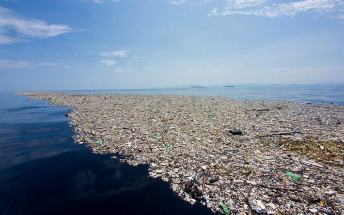O lixo que se acumula no Pacífico: para onde você acha que vão as lanternas e os detritos do festival?