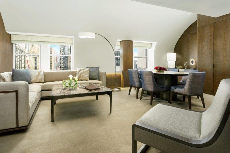 Hoteis de luxo na Times Square: algumas suites têm uma sala de estar
