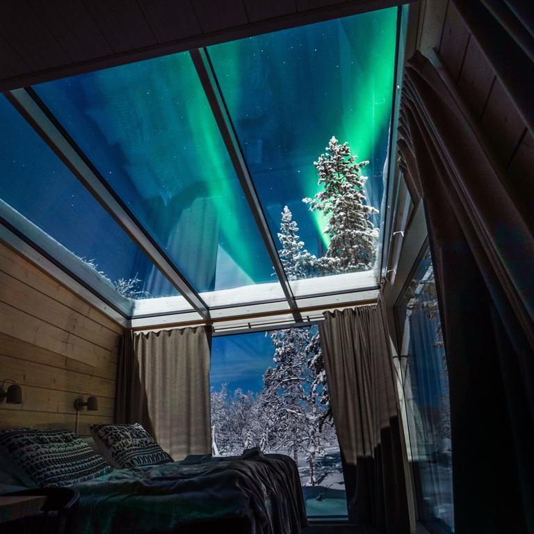 Onde ver a aurora boreal na Finlandia: vista das luzes de dentro do quarto