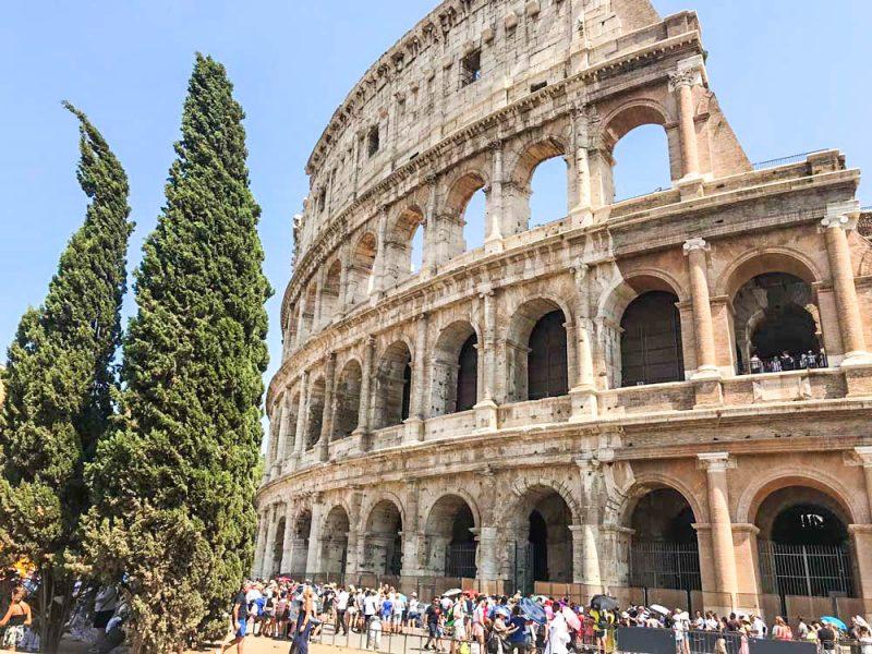 Roma em Roteiro: a horda de visitantes para o Coliseu, e a imponência do monumento
