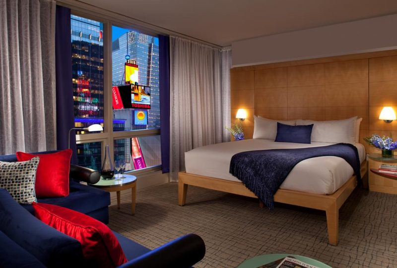 hoteis na times square : alguns quartos do Millenium têm vista para os letreiros luminosos