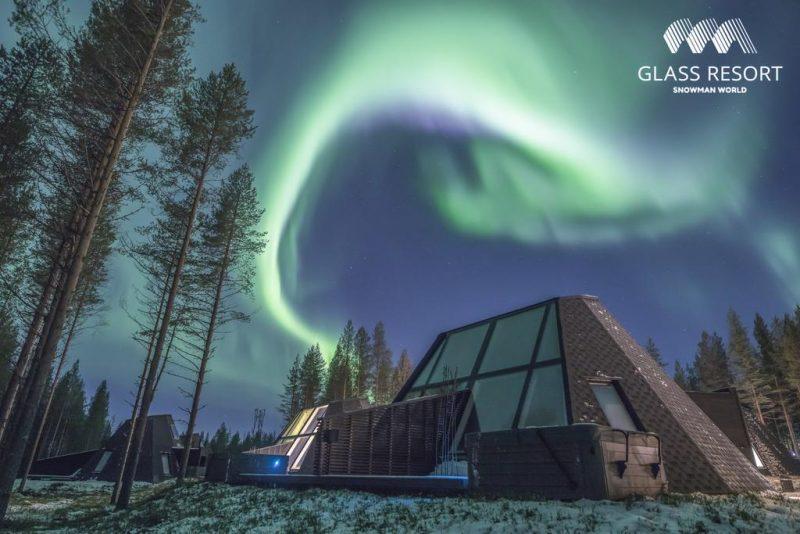 Hoteis para ver a aurora boeral na Finlandia: teto de vidro e aconchego na neve