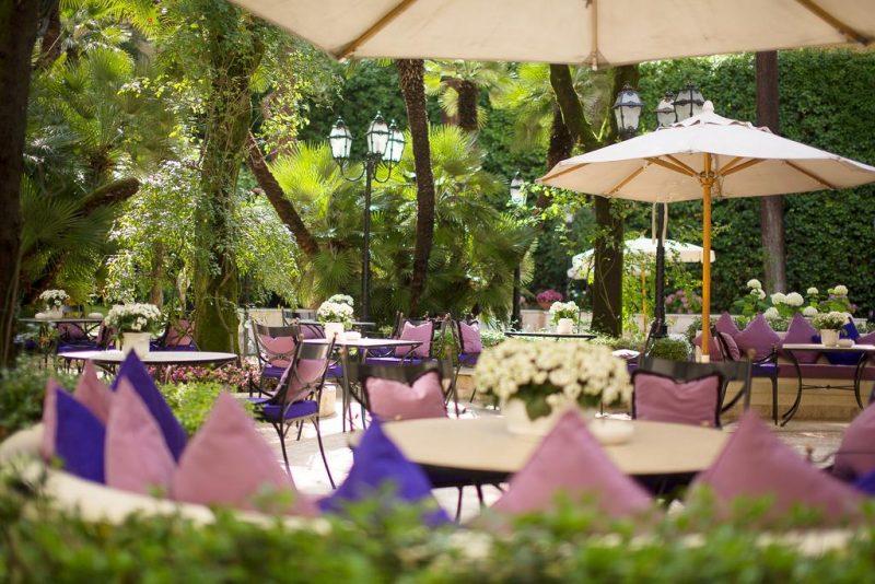Melhores hoteis de Roma: mesas no jardim do Aldrovandi Villa Borghese