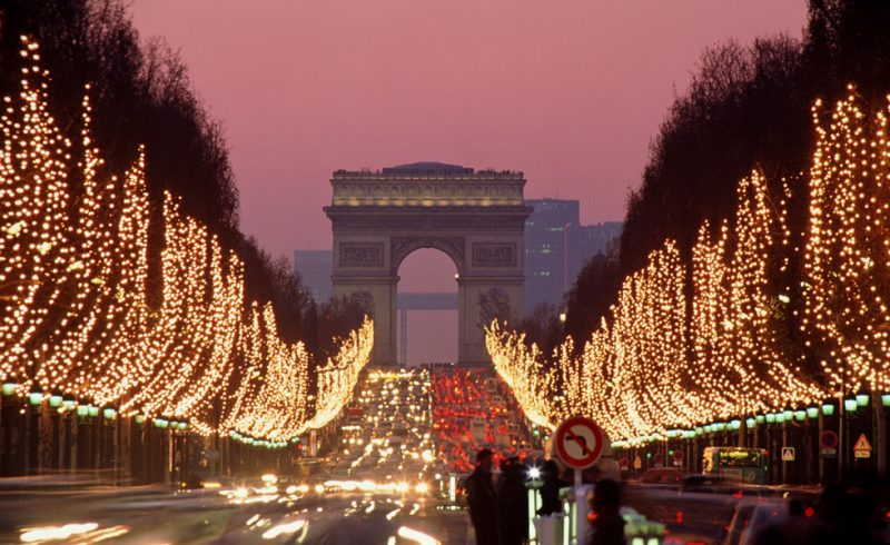 Paris no Natal: a Champs-Elysees toda iluminada