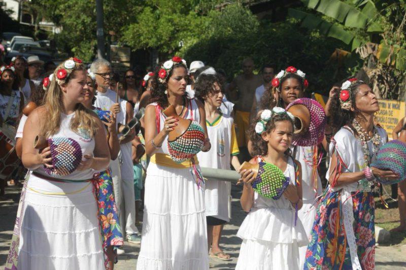 Carnaval em família: Cortejo no centro de Sana