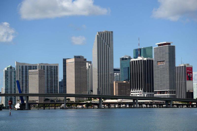 Para esse roteiro, recomendamos voar para Miami, e voltar por Orlando