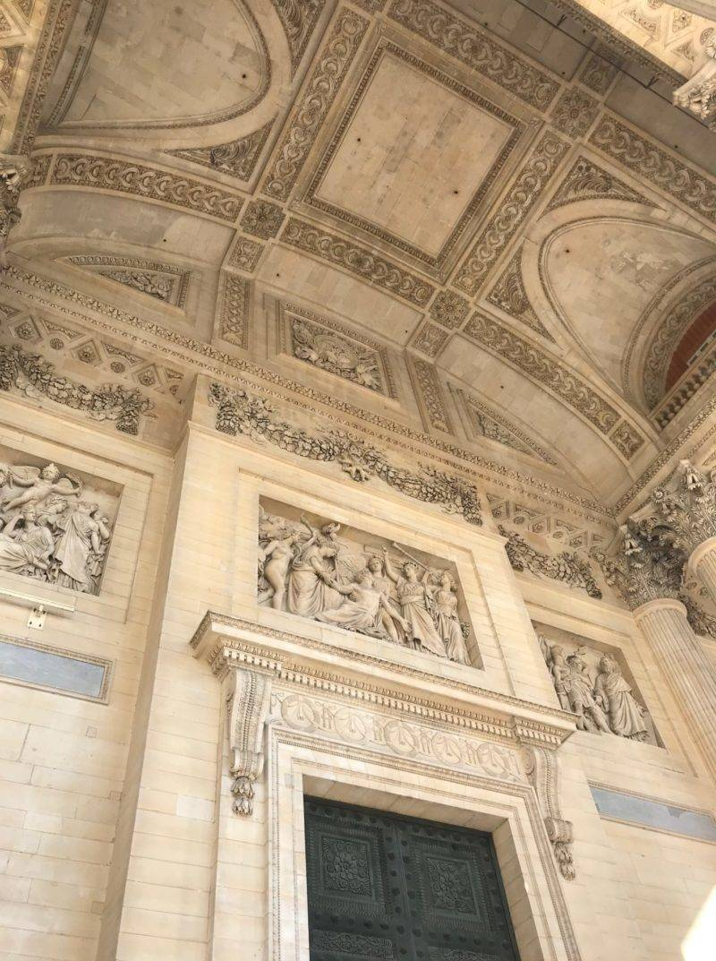 Detalhe do teto de entradaa do Panthéon de Paris