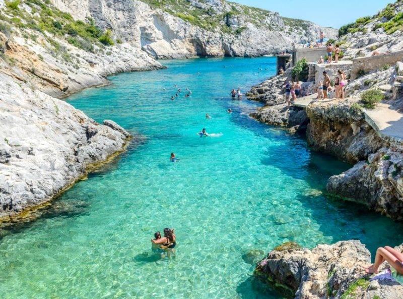 Praias mais lindas de Zakhyngtos: Limnionas, acessível também de carro