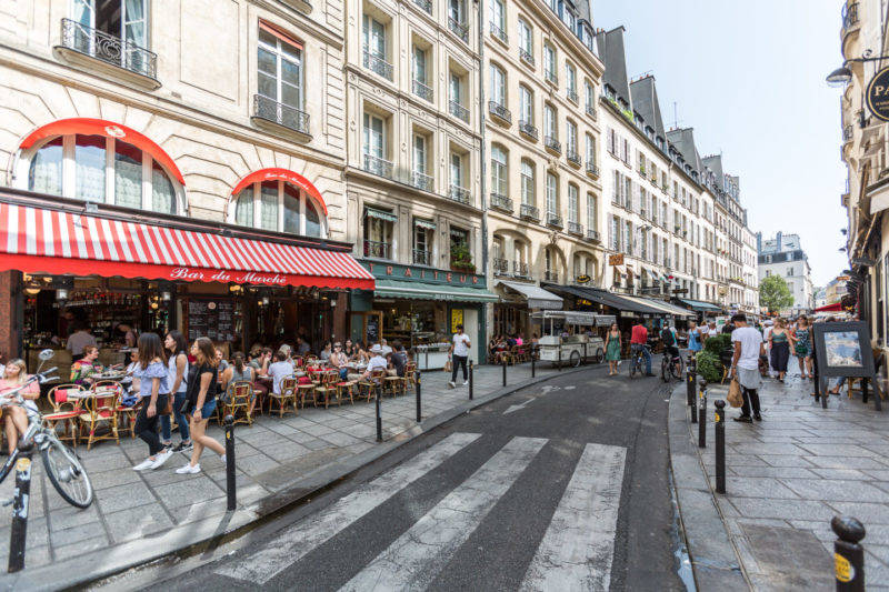 Ruas animadas em Saint Germain Des Pres