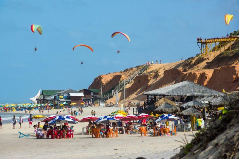 Kitesurf: quando o vento entra, Canoa Quebrada vira um paraíso para a prática do esporte