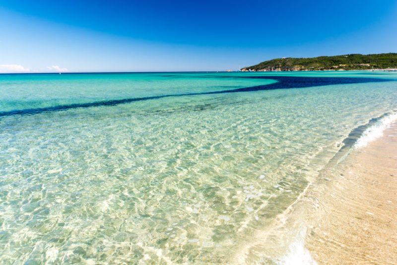 Praias de St. Tropez: Água cristalina e calma da praia de Pampelonne.
