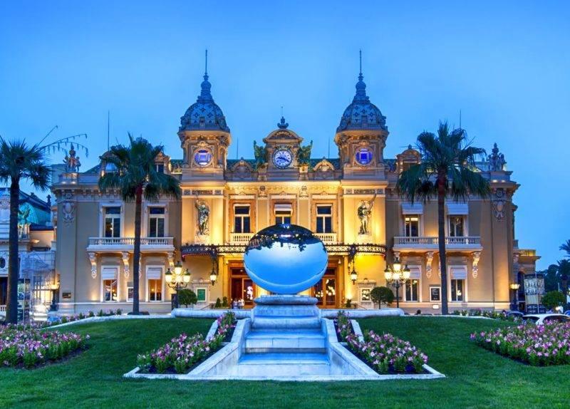 Atrações em Mônaco: a faixada histórica do Casino Monte Carlo.