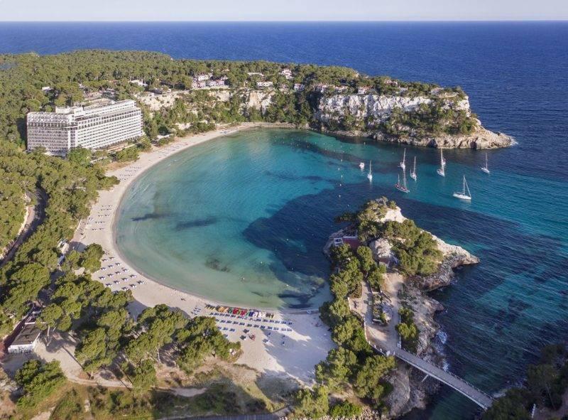 Onde ficar em Menorca: Hotel Meliá Cala Galdana.