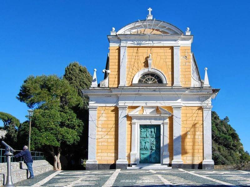 Roteiro Itália: Igreja de St. George em Portofino.