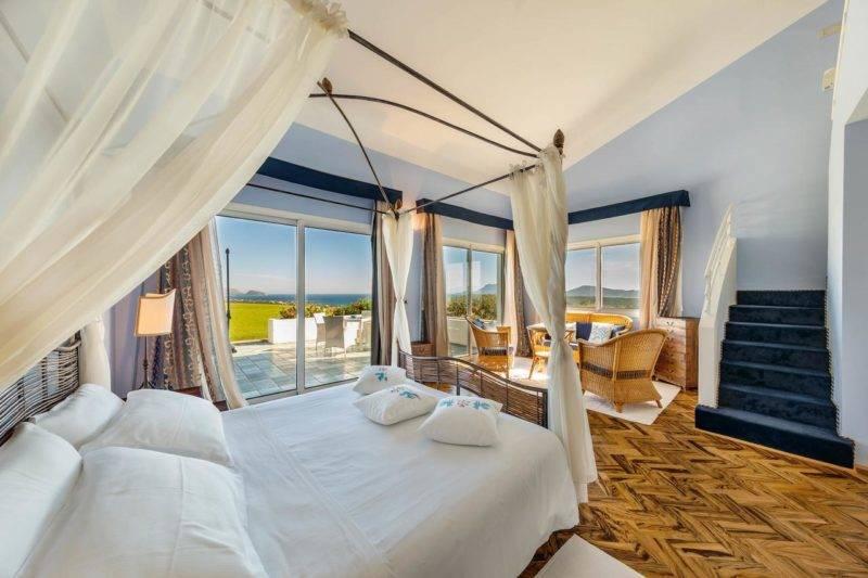 Melhores hotéis da Sardenha: Quarto amplo do hotel Luna Lughente.