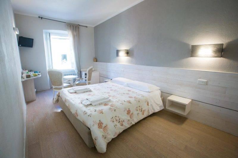 Hotéis em Cinque Terre: Quarto espaçoso e reformado do Alla Marina Affittacamere.