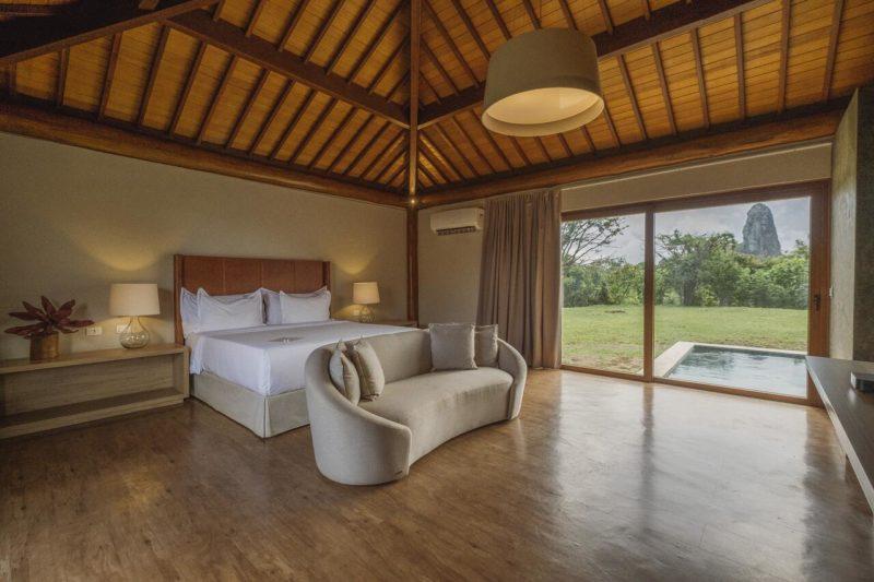 Hotel em Fernando de Noronha: o quarto enorme da Colina Pousada SPA.