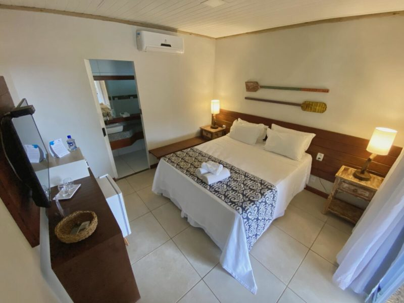 Hotéis em Noronha: quarto amplo da Pousada Alto da Floresta.