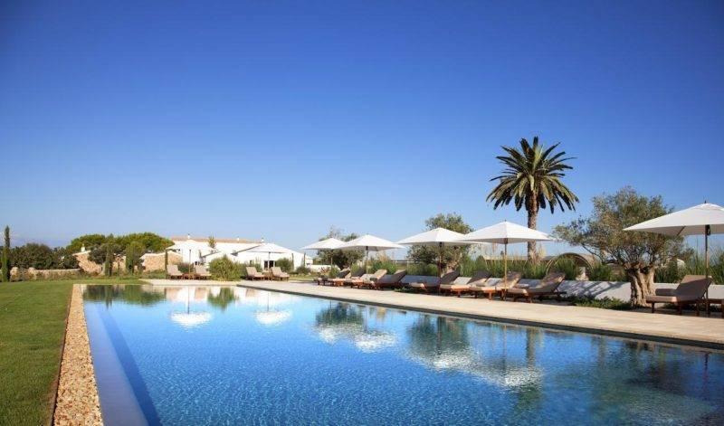 Onde se hospedar em Menorca: piscina e área externa do Torralbenc.