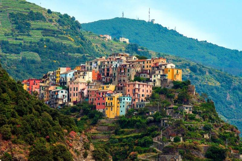 Atrações Cinque Terre:o colorido da Villa de Corniglia.