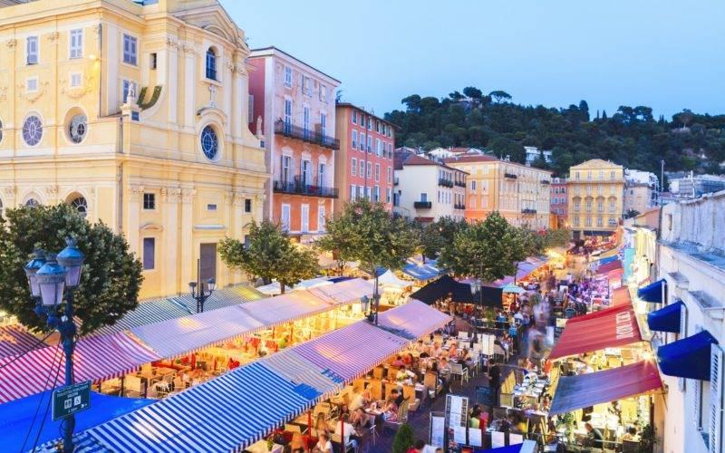 Onde comer em Nice: mercado Cours Saleya no centro histórico.