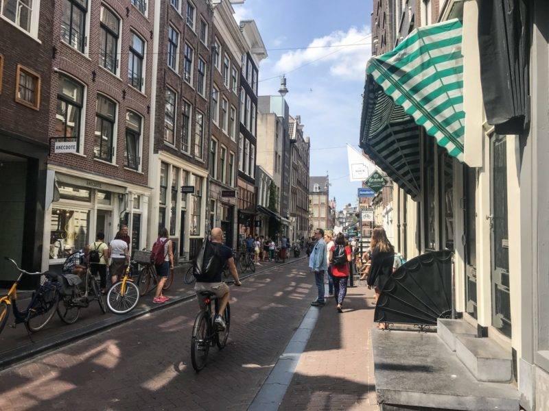 As 9 Streets: encontro de ruas frequentadas pelos locais