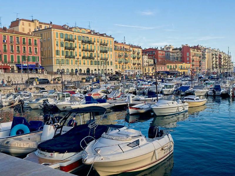 Atrações em Nice: Os charmosos prédios do Port Lympia.