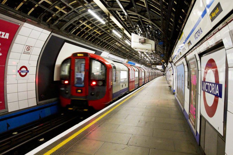 Quanto custa viajar para Londres: metrô de Londres é a opção mais barata de andar pela cidade.