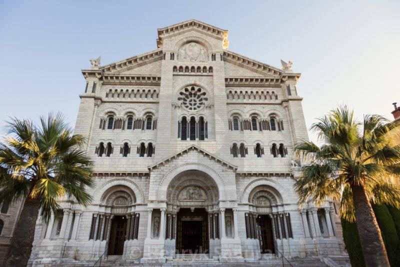 Roteiro Mônaco: fachada da Catedral de Mônaco.