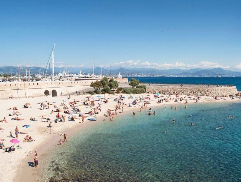 O que fazer em Cannes: visitar a cidade de Antibes.
