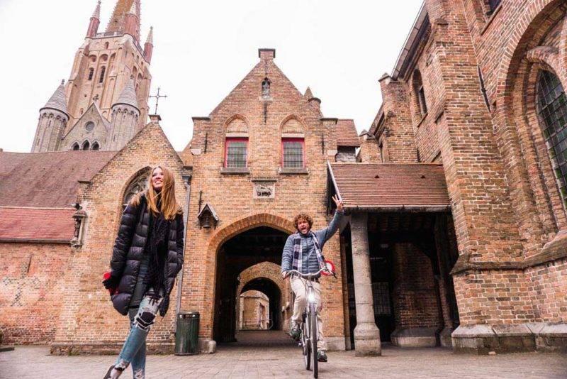 O que fazer em Amsterda e Bruges: o Saint John Hospital, o maior exemplar da idade média ainda de pé, fica em Bruges