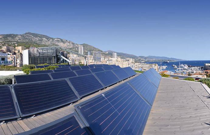 Placas solares que são fonte de energia de Mônaco.