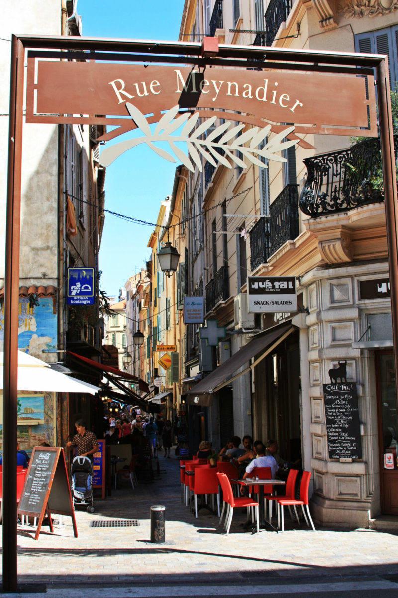 Roteiro sul da França: entrada para a Rue Meynadier.