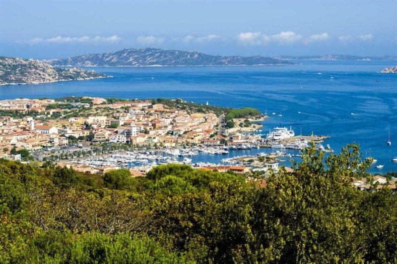 Como chegar em La Maddalena: Cidade de Palau, ponto de partida para o arquipélago.