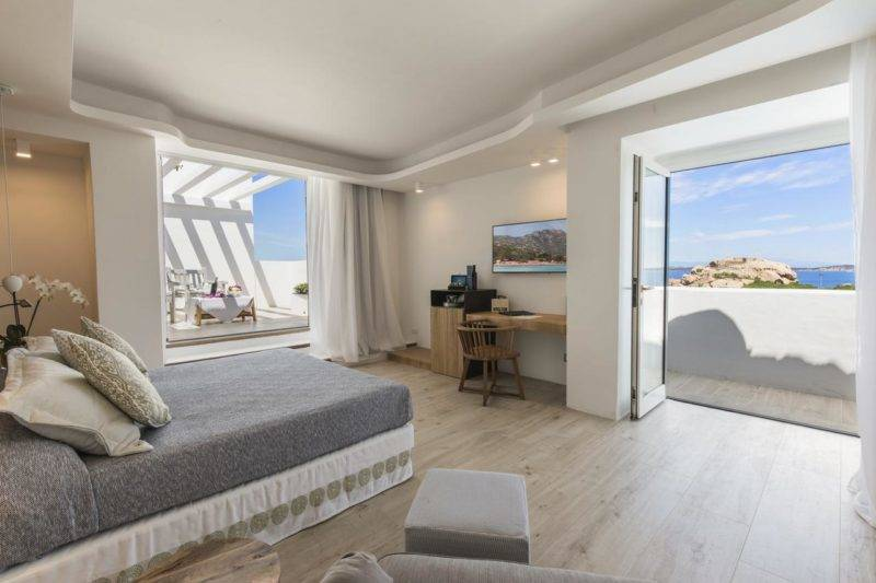 Onde ficar na Sardenha: Quarto amplo do Hotel Grand Relais Dei Nuraghi.