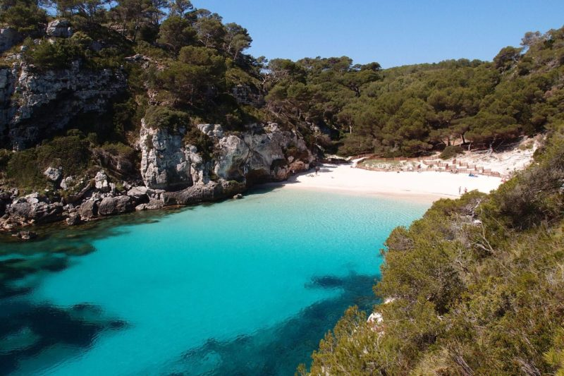 Praias de Menorca: Cala Macarelleta, uma das mais lindas da ilha.
