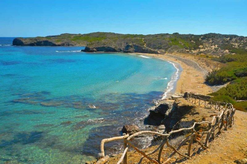 Praias mais lindas de Menorca: Platja d'en Tortuga.