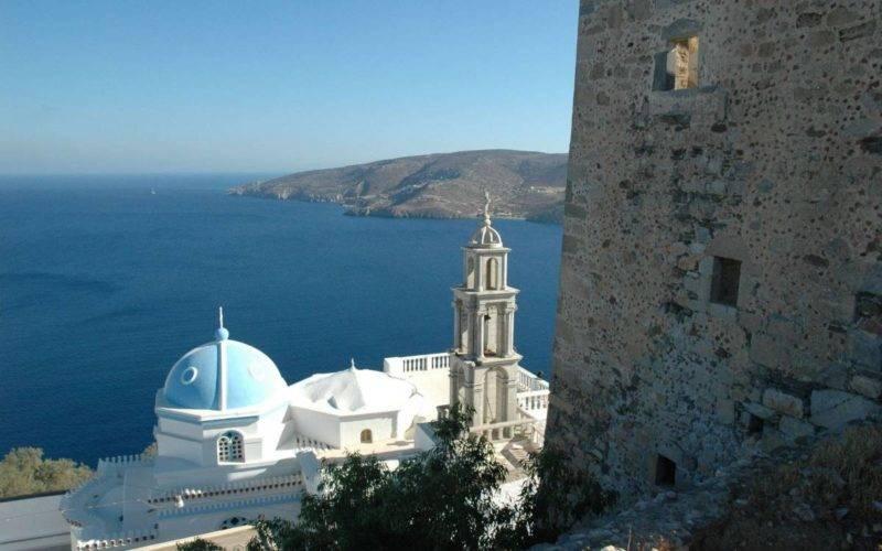 Mosteiro dePanagia Portaitissa e vista do mar de Astypalea.