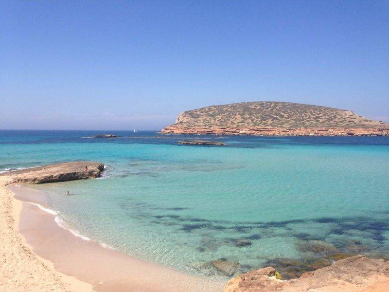 O marzão muito azul de Cala Conta em Ibiza.