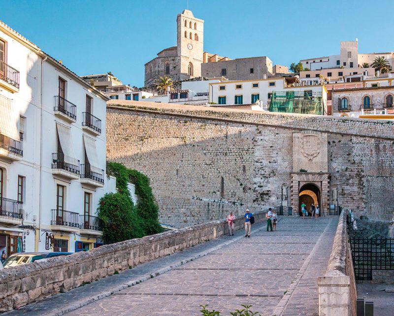 Atrações em Ibiza: entrada para o centrinho de Dalt Vila.