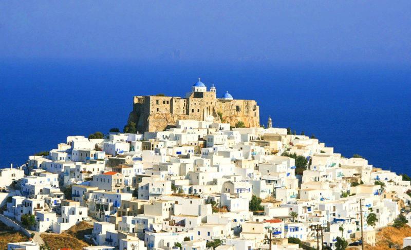 O que fazer em Astypalea: Castelo de Guerini e Igreja de Agios Georgios.