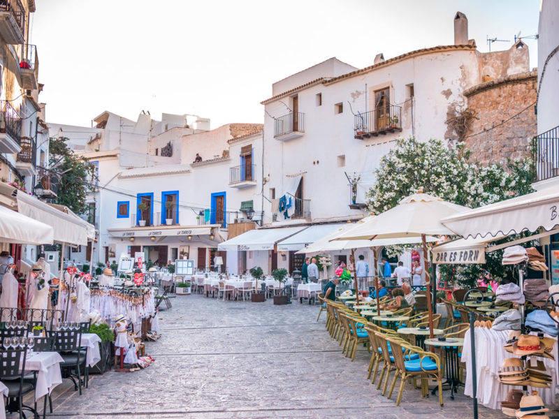 As ruas de Dalt Vila no centro de Ibiza.