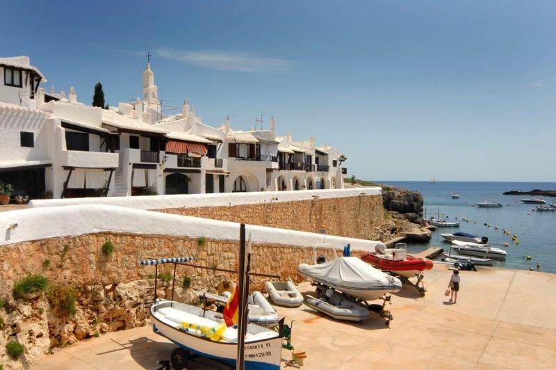 Binibèquer Vell, uma das cidadezinhas mais fofas da ilha de Menorca.