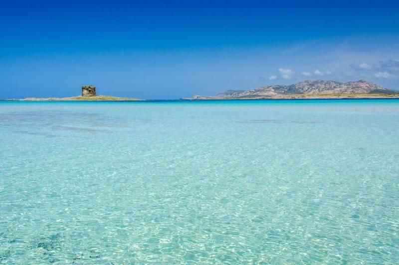 Praias lindas da Sardenha: a Spiaggia La Pelosa parece uma piscina.