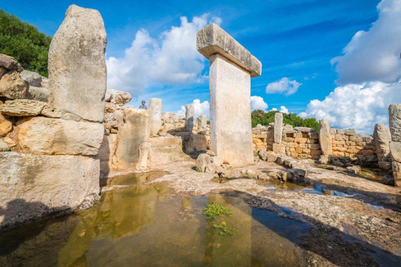 Atrações em Menorca: as misteriosas taulas espalhadas pela ilha.
