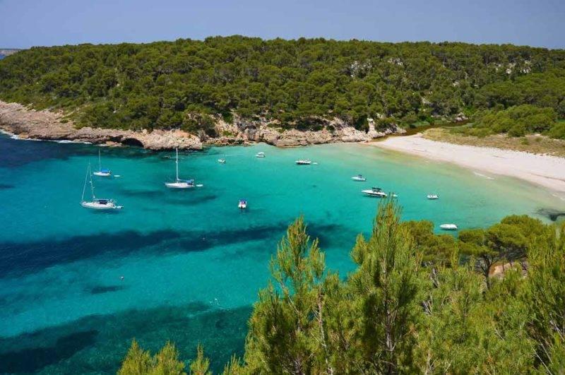 Praias de Menorca: Trebaluguer, no Sul, acessível de barco ou trilha