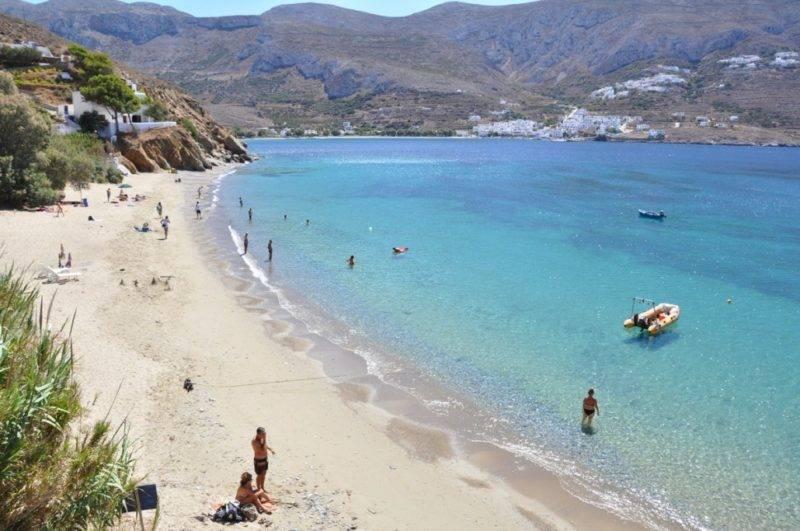 Praias de Amorgos: Tranquila e familiar Levrossos Beach.
