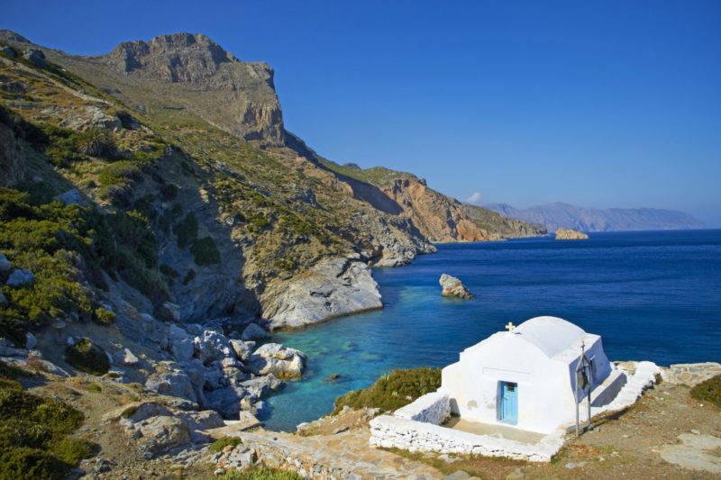 Melhores praias de Amorgos: a charmosa Agia Anna.